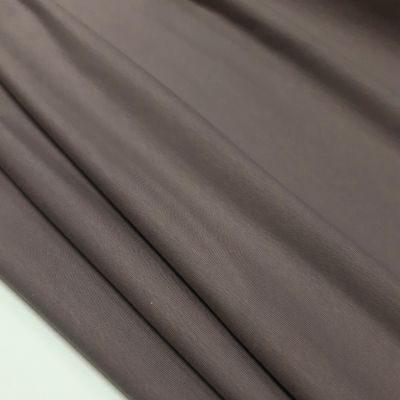 Pilkos spalvos kilpinis su kakaviniu atspalviu
