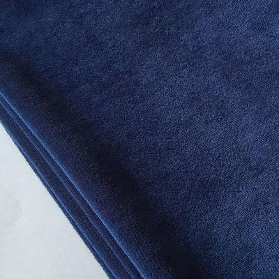 Tamsi mėlyna spalva