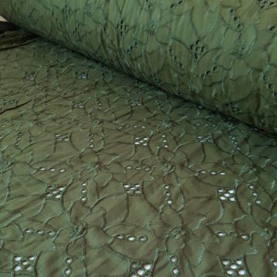 Samanų fone išsiuvinėytas raštas