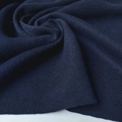 Tamsus mėlynas megztas trikotažas