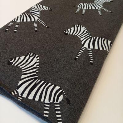 Zebras grafit fone su pūkeliu ir elastanu