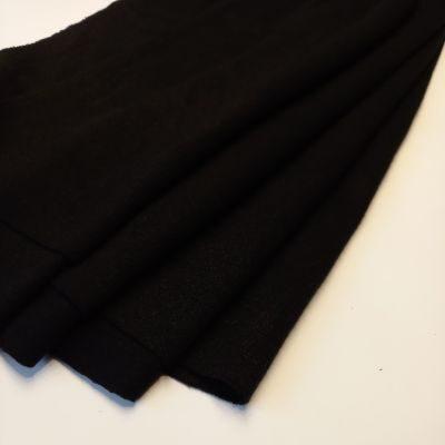 Juodas megtzas trikotažas