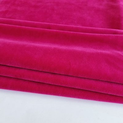 Amaranto spalvos veliūras