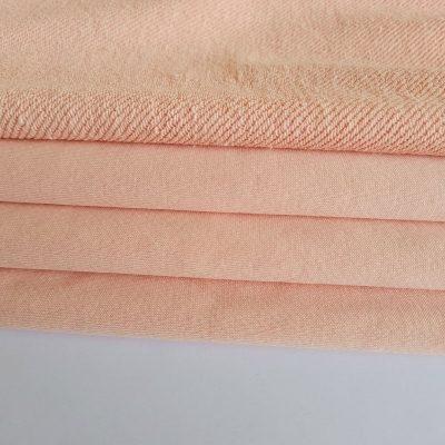 Pastelinis persikas trisiūlis